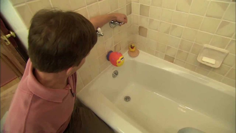 Leaks in bathtub