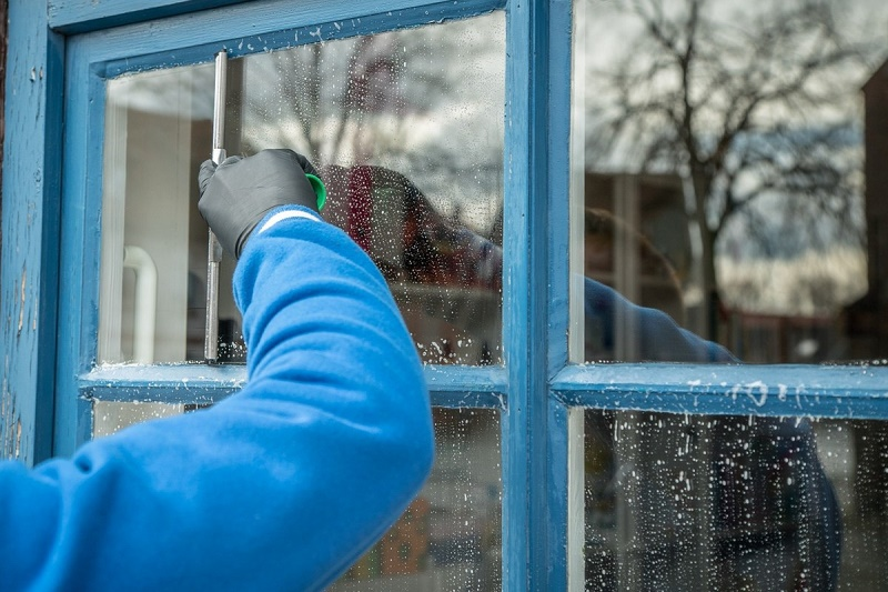 How to clean window glass