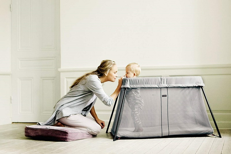 Types of travel cots