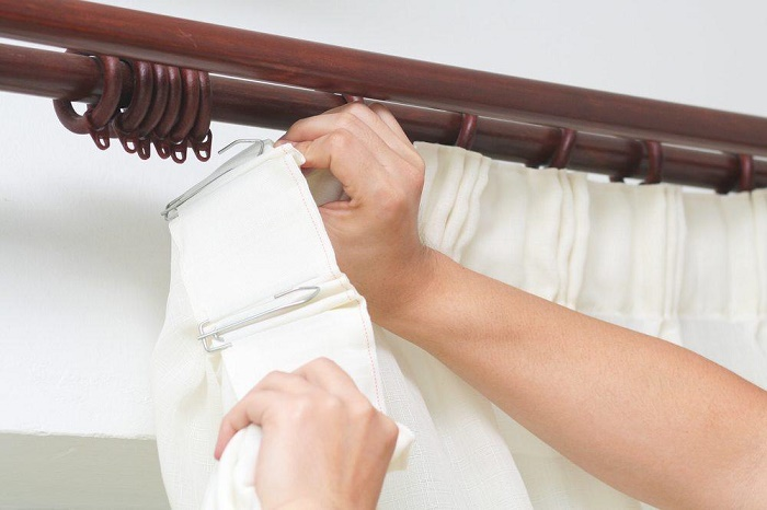 put curtains with rail