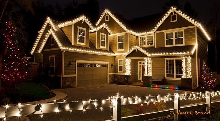How to Decorate House With Lights