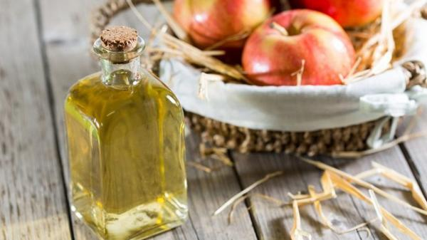 Apple cider vinegar to clean clothes