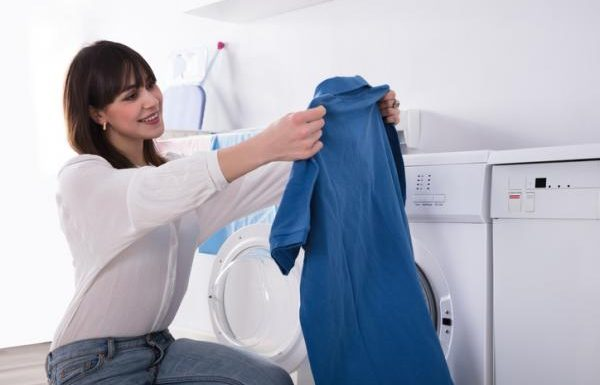 Does Polyester Shrink or Stretch After Washing?