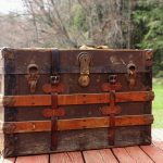 How to paint a wooden trunk