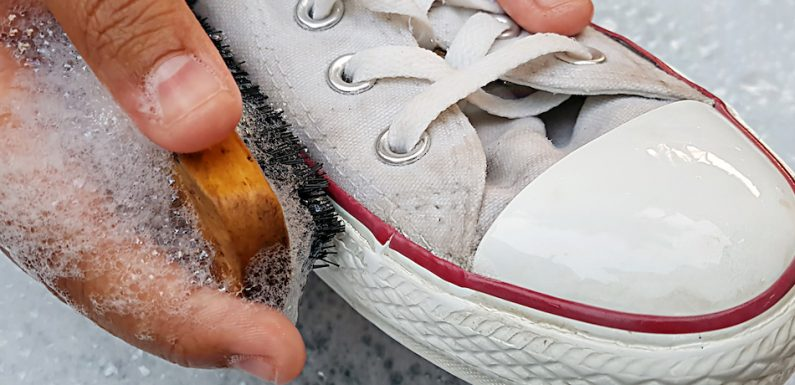 How to wash white tennis shoes? Effective and Quick methods