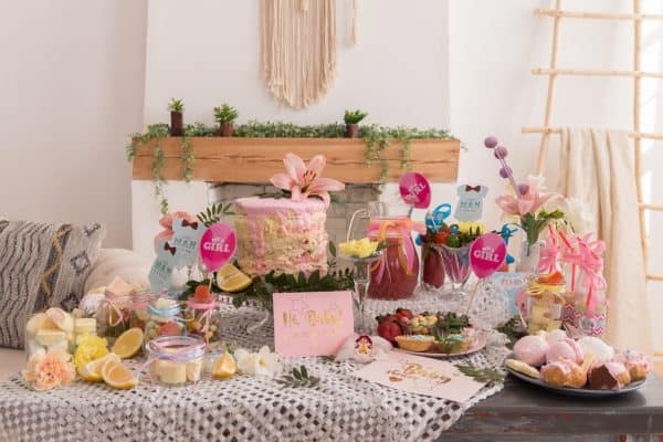 How to Decorate a Baby Shower Table