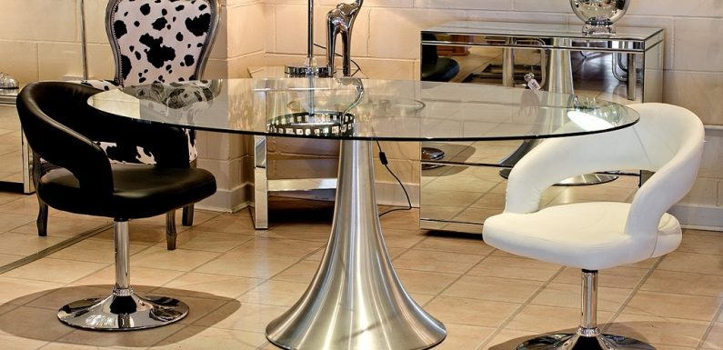 How to Choose Best Suited Glass Tables According to Space & Needs?